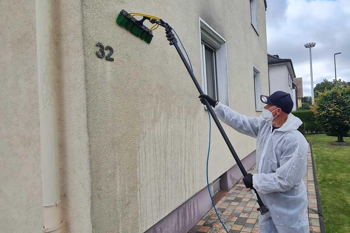 Reinigung der Hauswände durch CURRENTA